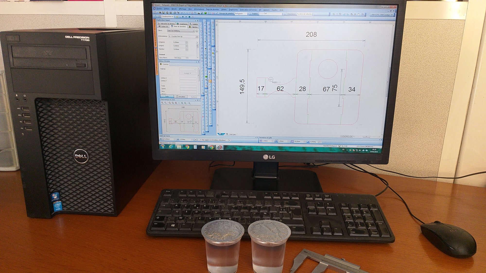 Photo d'un ordinateur durant l'étape 'eco-conception' pour Dailypack, fabricant d'emballage personnalisé