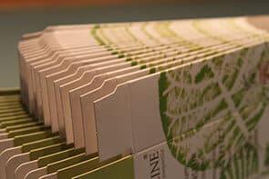"""Photo illustrant le façonnage """"pliage collage"""" pour Dailypack, fabricant d'emballage personnalisé"""