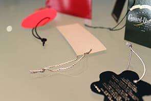 """Photo illustrant le façonnage """"pose automatique de fil"""" pour Dailypack, fabricant d'emballage personnalisé"""